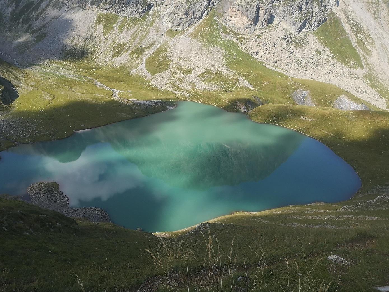 die Silhouette eines Berges, spiegelt sich in einem See - das Bild ist ein Link zur Seminarreihe